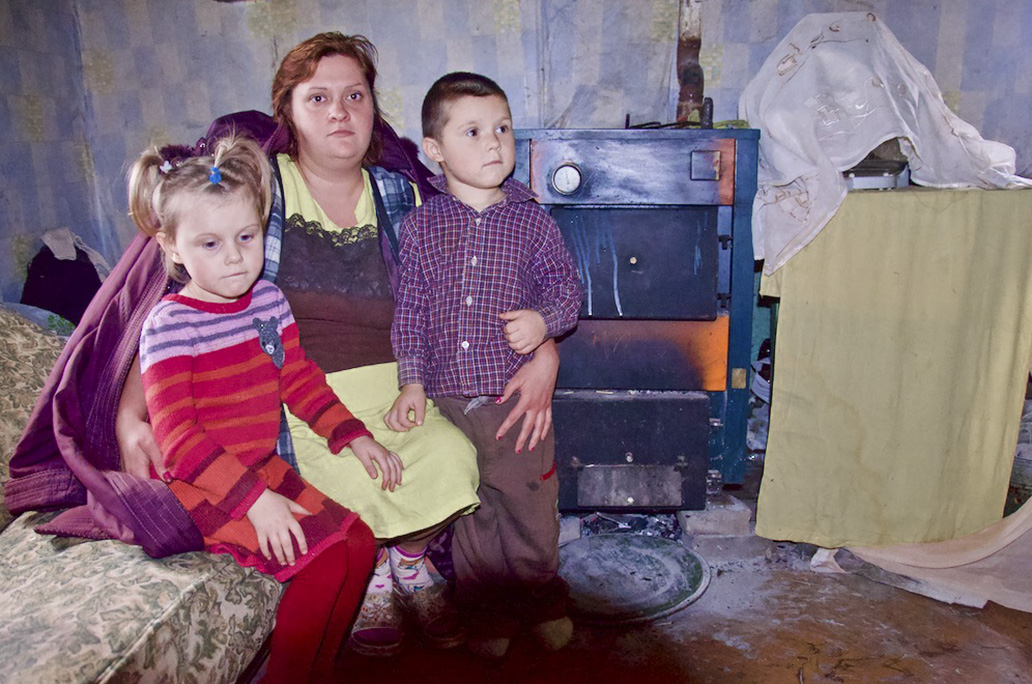 Talvi on tulossa Kahden lapsen yksinhuoltajaäiti pyysi meiltä apua. Hän on huolissaan pakkasten tulosta. Hänellä on polttopuita vain viikoksi, ja tilanne saa hänet epätoivoiseksi. Äiti ei tiedä, miten saisi kodin lämmitetyksi talvella. / Katerina, koordinaattori