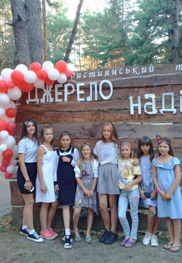 Kesäleiri Dzherelo Nadija.  Tässä kuvassa on tyttöjen  osasto.